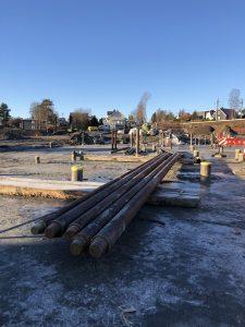 Skolebygget skal fundamenteres til fjell med stålkjernepeler. Foto: Betonmast Romerike AS